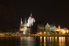 Il Parlamento a Budapest - notte Fotografia Stock Libera da Diritti