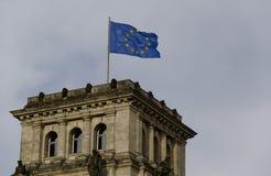 Il Parlamento, casa, costruzione del Parlamento, congresso, bandiera, insegna, Unione Europea, costruzione, architettura, archite fotografie stock libere da diritti