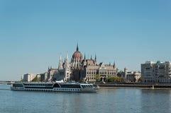 Il Parlamento con la nave Fotografie Stock Libere da Diritti