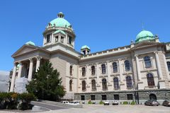 Il Parlamento della Serbia a Belgrado immagini stock libere da diritti