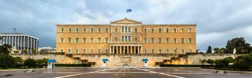 Il Parlamento ellenico alla notte - Atene immagini stock libere da diritti