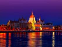 Il Parlamento sull'argine Immagine Stock