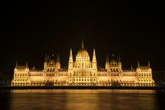 Il Parlamento ungherese alla notte Fotografia Stock