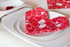 Il particolare della regolazione della tabella nel colore rosso ha decorato Fotografia Stock Libera da Diritti