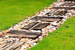 Il passaggio pedonale ha fatto il ‹del †del ‹del †da legno e da ghiaia Fotografia Stock Libera da Diritti