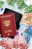 Il passaporto, raccoglitore e gli euro fotografia stock libera da diritti