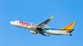 Il passeggero Boeing 737 Pegasus Airlines vola Fotografie Stock Libere da Diritti