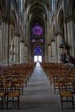 Il passo centrale nella cattedrale del Notre Dame a Reims Fotografia Stock Libera da Diritti
