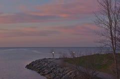 Il pastello contrappone alla luce di predawn sopra il lago Ontario Immagini Stock