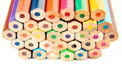 Il pastello di legno della tavolozza di colore disegna a matita a fondo bianco Fotografia Stock