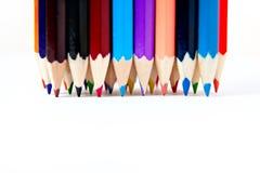 Il pastello di legno della tavolozza di colore disegna a matita a fondo bianco Fotografia Stock Libera da Diritti