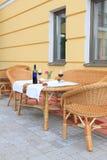 Il patio ha impostato per pranzo Immagine Stock Libera da Diritti