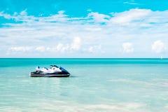 Il pattino del jet ha attraccato nel mare caraibico Fotografia Stock Libera da Diritti