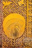 Il pavone ha intagliato sui portelli Fotografie Stock Libere da Diritti