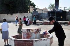 Il pellegrinaggio annuale alla tomba del luogo di sepoltura di Baba Sali in Netivo Fotografia Stock Libera da Diritti