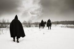 Il pellegrino incontra i crociati dei cavalieri Immagini Stock