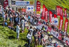 Il Peloton in montagne - Tour de France 2016 fotografie stock libere da diritti