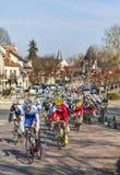 Il peloton Parigi Nizza 2013 in Nemours Fotografia Stock Libera da Diritti