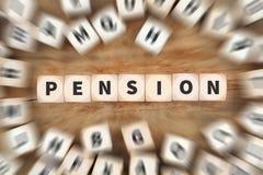 Il pensionamento di pensione si ritira il concetto di affari dei dadi di funzionamento del lavoro Fotografia Stock