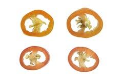 Il peperoncino rosso è stato tagliato in un cerchio su un fondo bianco Fotografia Stock