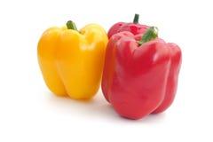 Il peperone dolce giallo e rosso isolato fotografie stock libere da diritti