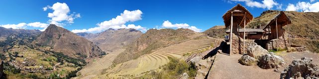 Il Perù, Pisac Pisaq - rovine di inca nella valle sacra nel peruviano le Ande immagine stock