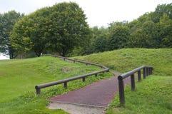 Il percorso al T seguente ad un bello campo da golf Immagine Stock Libera da Diritti