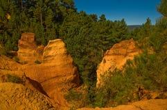 Il percorso del Roussillon vicino ocraceo, Francia Fotografie Stock