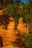Il percorso del Roussillon vicino ocraceo, Francia Immagini Stock