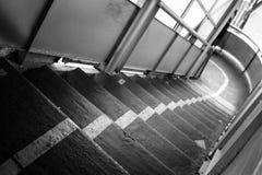 Il percorso? di amore - piedi a forma di con i cuori fotografie stock
