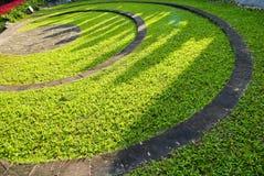Il percorso di pietra della passeggiata del blocco nel giardino Fotografia Stock Libera da Diritti