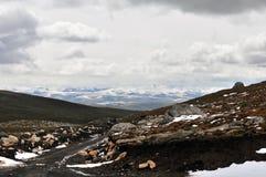 Il percorso nella montagna della neve Fotografie Stock Libere da Diritti