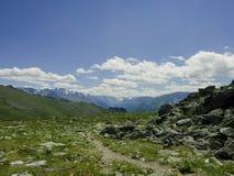 Il percorso nelle montagne di Altai Fotografia Stock Libera da Diritti