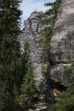 Il percorso stretto fra l'alta città della roccia di Adrspach delle rocce Immagini Stock Libere da Diritti