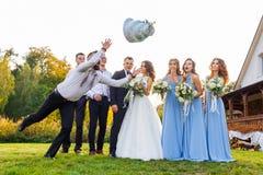 Il perdente cade la torta nunziale fotografia stock