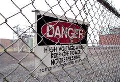 Il pericolo ad alta tensione Fotografie Stock