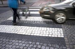 Il pericolo al passaggio pedonale Fotografia Stock
