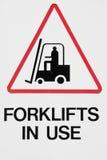 Il pericolo, carrelli elevatori in uso Fotografia Stock Libera da Diritti