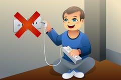 Il pericolo di gioco con uno sbocco elettrico Fotografia Stock Libera da Diritti
