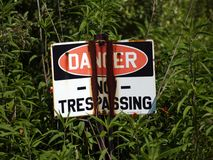 Il pericolo, nessun trasgredire - segno Fotografia Stock