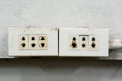 Il pericolo! Sia informato di breve elettrico! immagine stock libera da diritti