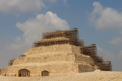 Il perimetro intorno alla piramide della piramide di punto o di Netjerykhet a Saqqara Egitto fotografie stock