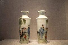 Il periodo dell'arte ceramica della Repubblica Cinese, la polvere ha dipinto la bottiglia semplice del ` della mappa del ` Immagine Stock
