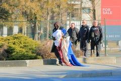 Il personale di sicurezza espelle il senzatetto immagini stock libere da diritti