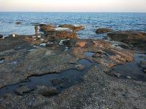 Il pescatore alla spiaggia Fotografie Stock