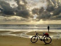 Il pescatore e la sua bici Immagine Stock