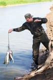 Il pescatore esce della cattura Fotografie Stock Libere da Diritti
