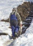 Il pescatore porta il pesce immagine stock libera da diritti