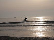 Il pescatore sta pescando Immagini Stock