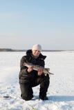 Il pescatore su pesca di inverno Immagine Stock Libera da Diritti